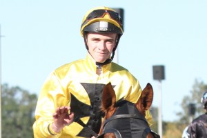 Sam Clipperton steered Cameo to victory in the 2014 Scone Cup this afternoon.